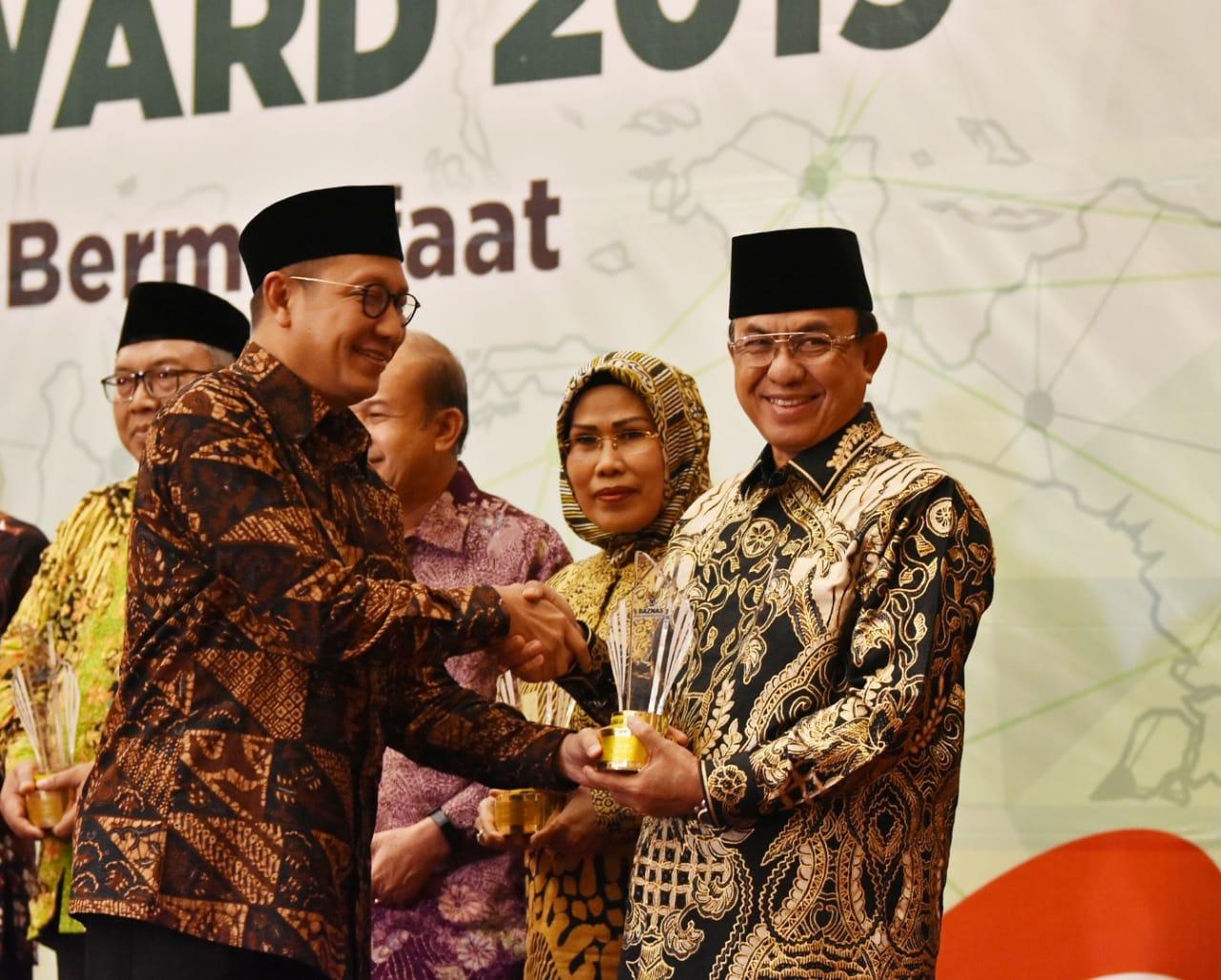Bupati Inhil Terima Penghargaan BAZNAS Award 2019