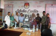 KPU Inhil Serahkan Santunan 36 juta dan 20 dari Pemprov Riau Ke ahli waris Angota KPPS