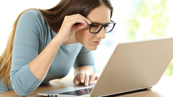 Jepang Larang Pekerja Wanita Pakai Kacamata Saat Kerja