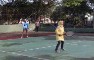 Dandim 0314/Inhil Letkol Inf Imir Faishal bersama seluruh perwira staf Kodim 0314/Inhil melaksanakan Olahraga bersama tenis lapangan