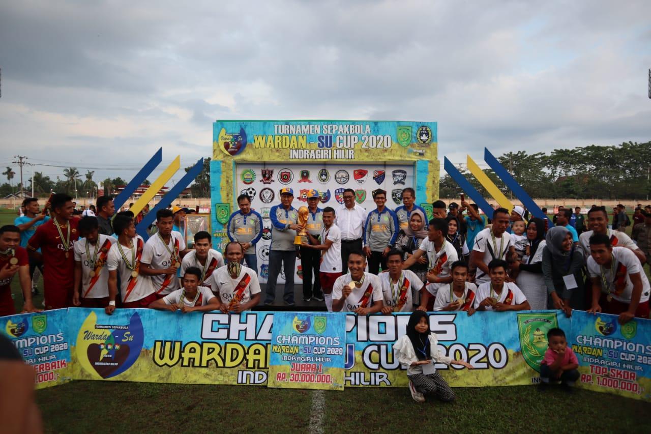 Final Tiga Roda FC VS Amarta Seinau (Sungai Nau) pada akhir Laga Turnamen Sepak Bola Wardan-SU Cup