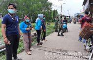 *Personil Koramil 11 Pulau Burung bersama Mahasiswa Kukerta UNRI Sosialisasikan Gakplin dan Bagikan Masker *