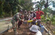 Kebersamaan dan kekompakan anggota Satgas TMMD Imbangan Kodim 0314/Inhil dengan warga masyarakat Desa Teluk Kiambang