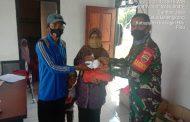 *Babinsa Koramil 06/Kateman serda Lendi Fiter Sirimba melaksanakan pendampingan pembagian Sembako dan BLT di Desa Sumber Jaya Kecamatan Teluk Balengkong*.