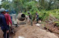 Meskipun di hari Minggu, Satgas TNI Manunggal Membangun Desa (TMMD) Imbangan Kodim 0314/Inhil terus mengebut pekerjaan jalan