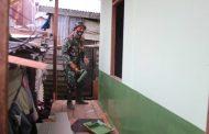 Meskipun masih suasana lebaran Idul Adha, para Personil Kodim 0314/Inhil tetap semangat mengejar target perehaban rumah milik ibu Siti Hajar