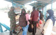 Penegakkan Disiplin Protokol Kesehatan di Pelabuhan Syahbandar Oleh Babinsa Koramil 06/Kateman Serda Lendi Fiter Sirimba