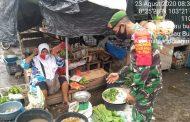 Kawasan Pasar Parit 1 Lokasi Pengawasan Protokol Kesehatan Terpadu Personil Koramil 11/Pulau Burung