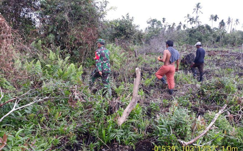 Serka Sasmito Babinsa Belantaraya Koramil 05/Gas Kodim 0314/Inhil Melaksanakan Patroli Agresif Daerah Rawan Karhutlah