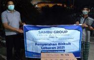 Sambu Group Distribusikan Biskuit Lebaran di Kecamatan Pulau Burung yang Merupakan Bagian dari 14.000 Kaleng Biskuit yang Dibagikan