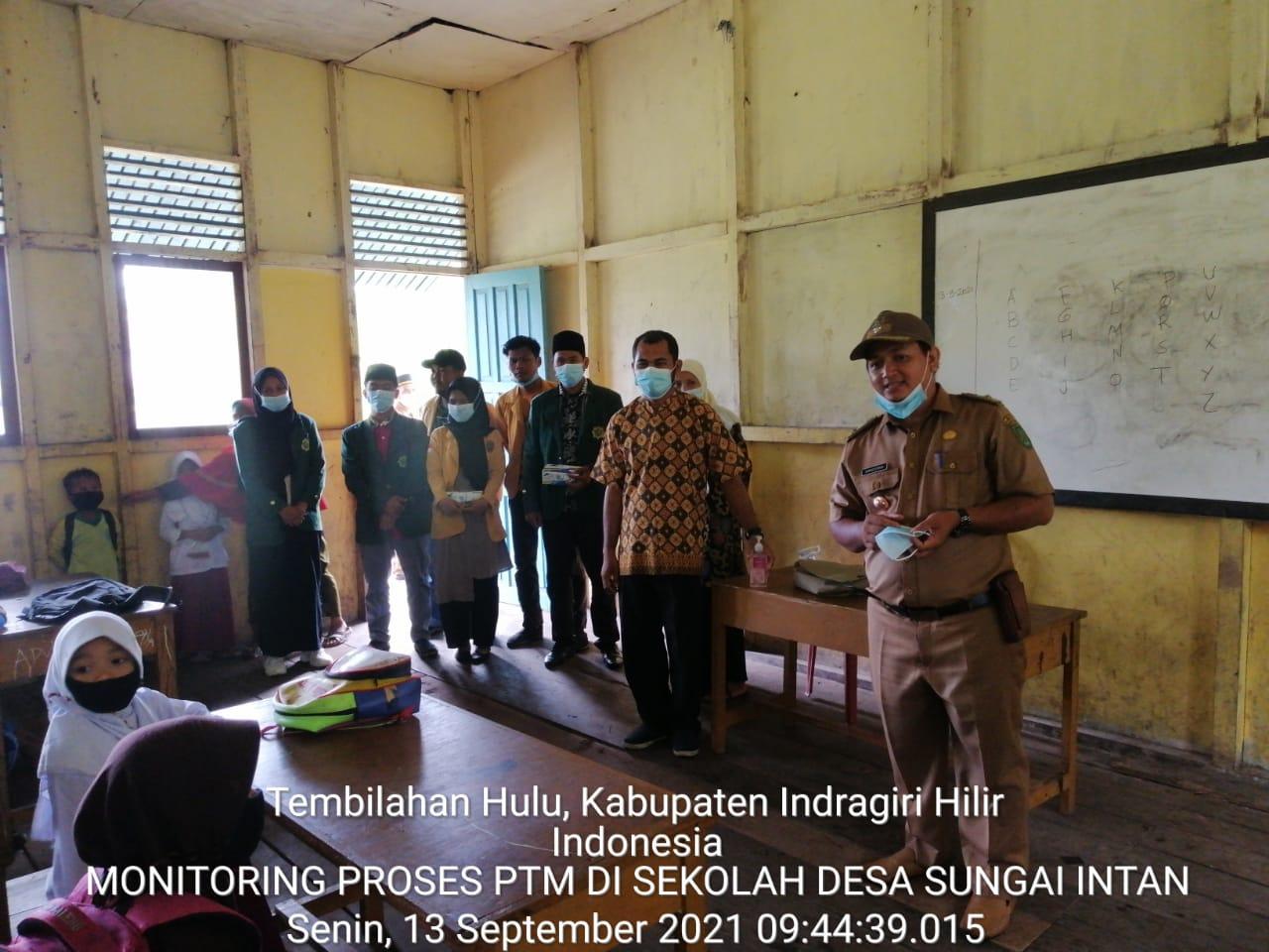 Perdana PTM, Kades Sungai Intan Tinjau Sekolah SD dan SMP